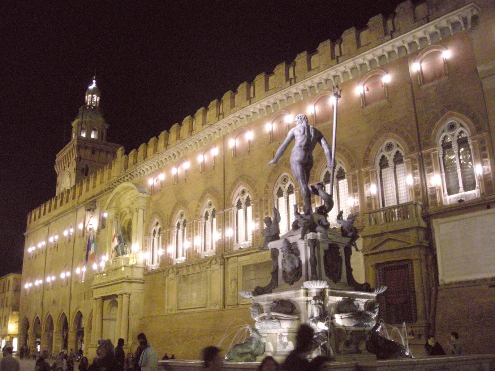 bologna-piazza-maggiore-palazzo-daccursio-palazzo-comunale