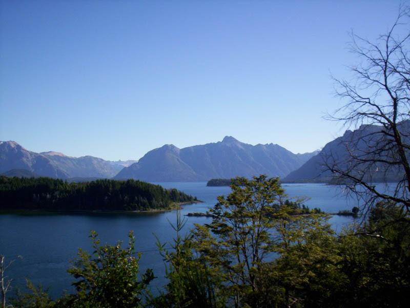 Lago_Nahuel_Huapi,_Argentina,