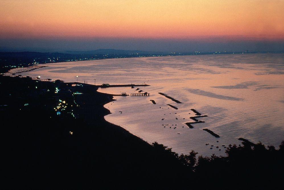 veduta-spiaggia-notturna.tif